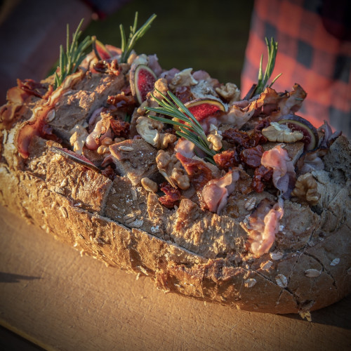 Breekbrood met camembert, walnoten en vijgen
